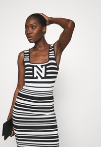 NIKKIE - JEAN DRESS - Jumper dress - white/black - 3