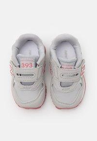 New Balance - IV393CGP - Sneakers basse - grey/pink - 3
