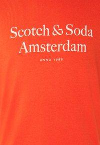 Scotch & Soda - LOGO ARTWORK  - T-shirt med print - chilli pepper - 5