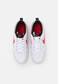 Nike Sportswear - COURT BOROUGH UNISEX - Sneakers laag - white/universe red/black - 3