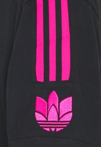 adidas Originals - UNISEX - Camiseta estampada - black - 3