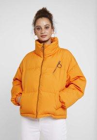Benetton - OVERSIZED SPORTY SHORT DOWN JACKET - Down jacket - orange - 0