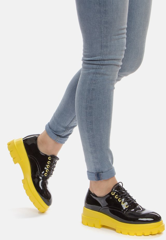 Chaussures à lacets - black/yellow