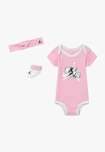 JUMPMAN CLASSICS SET - Geboortegeschenk - pink foam