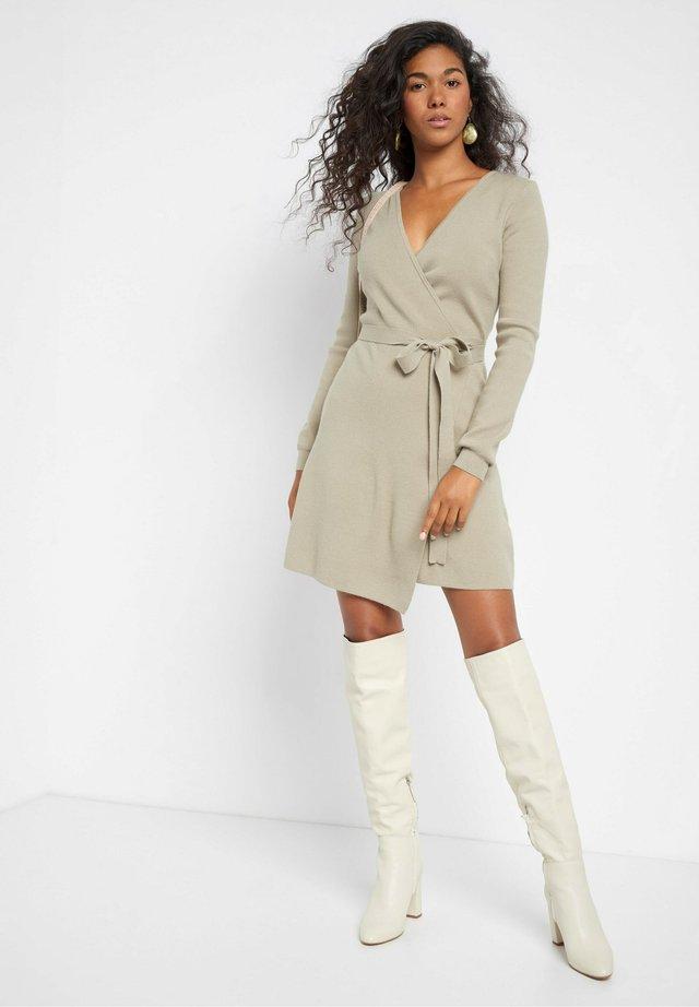 Jumper dress - helles khaki