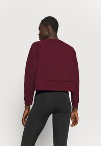 Nike Performance - LUX DRY CREW - Sudadera - dark beetroot/metallic silver - 2