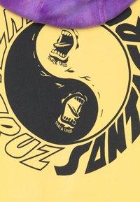 Santa Cruz - YING YANG HOOD UNISEX - Hoodie - yellow/purple - 2