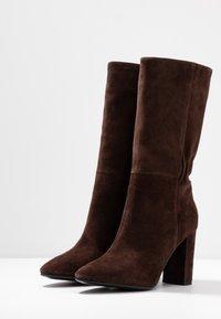 Lola Cruz - Vysoká obuv - marron - 4
