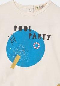 The Bonnie Mob - PERCY UNISEX - Print T-shirt - white/blue - 2