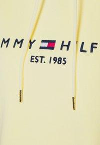 Tommy Hilfiger - REGULAR HOODIE - Bluza - frosted lemon - 2