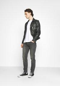 Levi's® - 502 TAPER - Slim fit jeans - blacks - 1