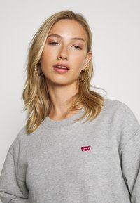 Levi's® - STANDARD CREW - Bluza - smokestack heather - 3
