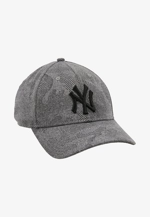 ENGINEERED PLUS FORTY - Cap - black