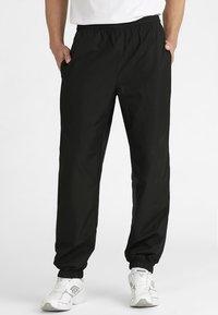 Lacoste Sport - TENNIS PANT - Pantalon de survêtement - black - 0