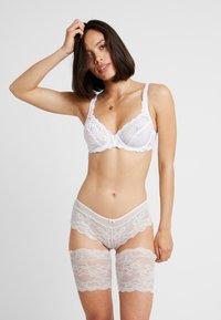 MAGIC Bodyfashion - BE SWEET TO YOUR LEGS - Overknee kousen  - ivory - 1