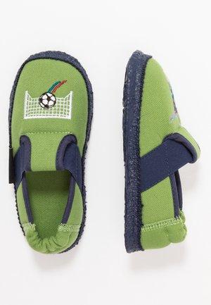 GOLIATOR - Domácí obuv - grün