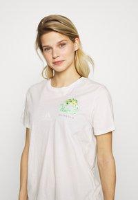 Patagonia - FIBER ACTIVIST CREW  - T-Shirt print - white - 3