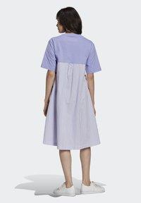 adidas Originals - Dry Clean Only xSHIRT DRESS - Jerseykjoler - light purple - 2