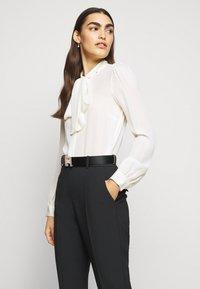 Elisabetta Franchi - PANTS WITH BELT - Kalhoty - black - 3