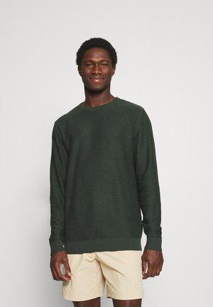 SLHBRENT CREW NECK - Stickad tröja - darkest spruce