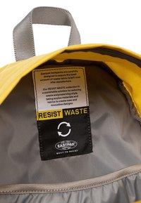 Eastpak - PADDED PAK'R - Rucksack - mustard yellow - 5