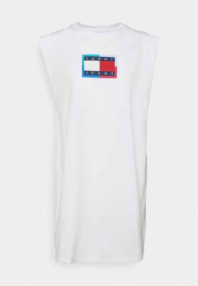 LOGO FLAG TEE DRESS - Jerseyjurk - white