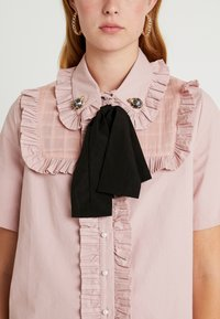 Sister Jane - TESTUDO BOW BLOUSE SHORT SLEEVE EXCLUSIVE - Button-down blouse - pink - 3