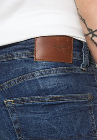 Pepe Jeans - ALFIE - Flared Jeans - dark-blue denim - 4