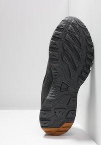 Haglöfs - TRAIL FUSE GT MEN - Hiking shoes - true black/desert yellow - 4