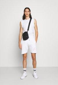 Common Kollectiv - PREVAIL SHORT UNISEX - Shorts - white - 1