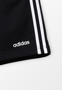 adidas Performance - BOYS ESSENTIALS 3STRIPES SPORT 1/4 SHORTS - Pantalón corto de deporte - black/white - 4