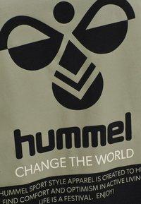 Hummel - HMLTORONTO  - T-shirts print - black - 13