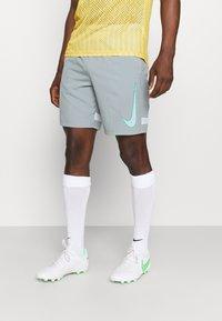 Nike Performance - DRY ACADEMY SHORT - Pantalón corto de deporte - light pumice/white/light dew - 0