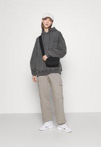 BDG Urban Outfitters - SKATE HOODIE - Felpa con cappuccio - charcoal - 1