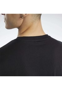 Reebok Classic - CLASSICS SMALL VECTOR T-SHIRT - Print T-shirt - black - 4
