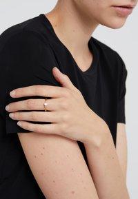 Julie Sandlau - LITTLE PRIME - Ringe - gold-coloured/milky rose crystal - 1
