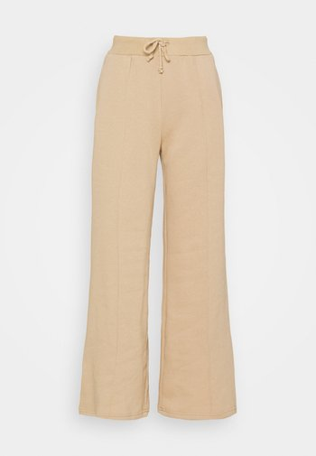WIDE LEG JOGGERS WITH PINTUCK