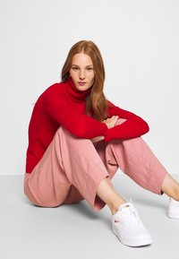 Benetton - TURTLE NECK - Pullover - red - 4