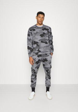 COMBAT TRACKSUIT SET - Sweatshirt - grey