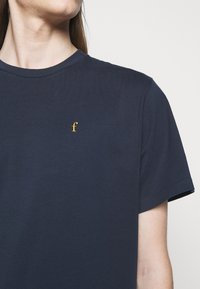 forét - POINT - Print T-shirt - navy - 4