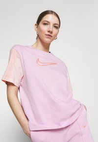 Nike Sportswear - Camiseta estampada - arctic pink - 3