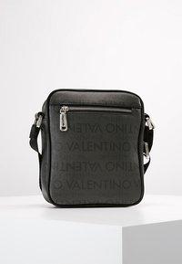 Valentino Bags - JORAH - Taška spříčným popruhem - black - 3