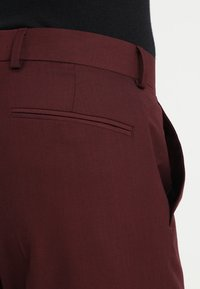 Isaac Dewhirst - FASHION SUIT - Traje - bordeaux - 8