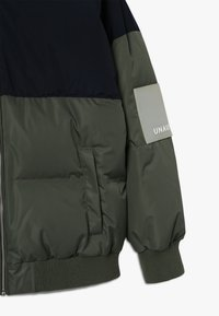 Unauthorized - CHAD JACKET - Down jacket - beetle - 3