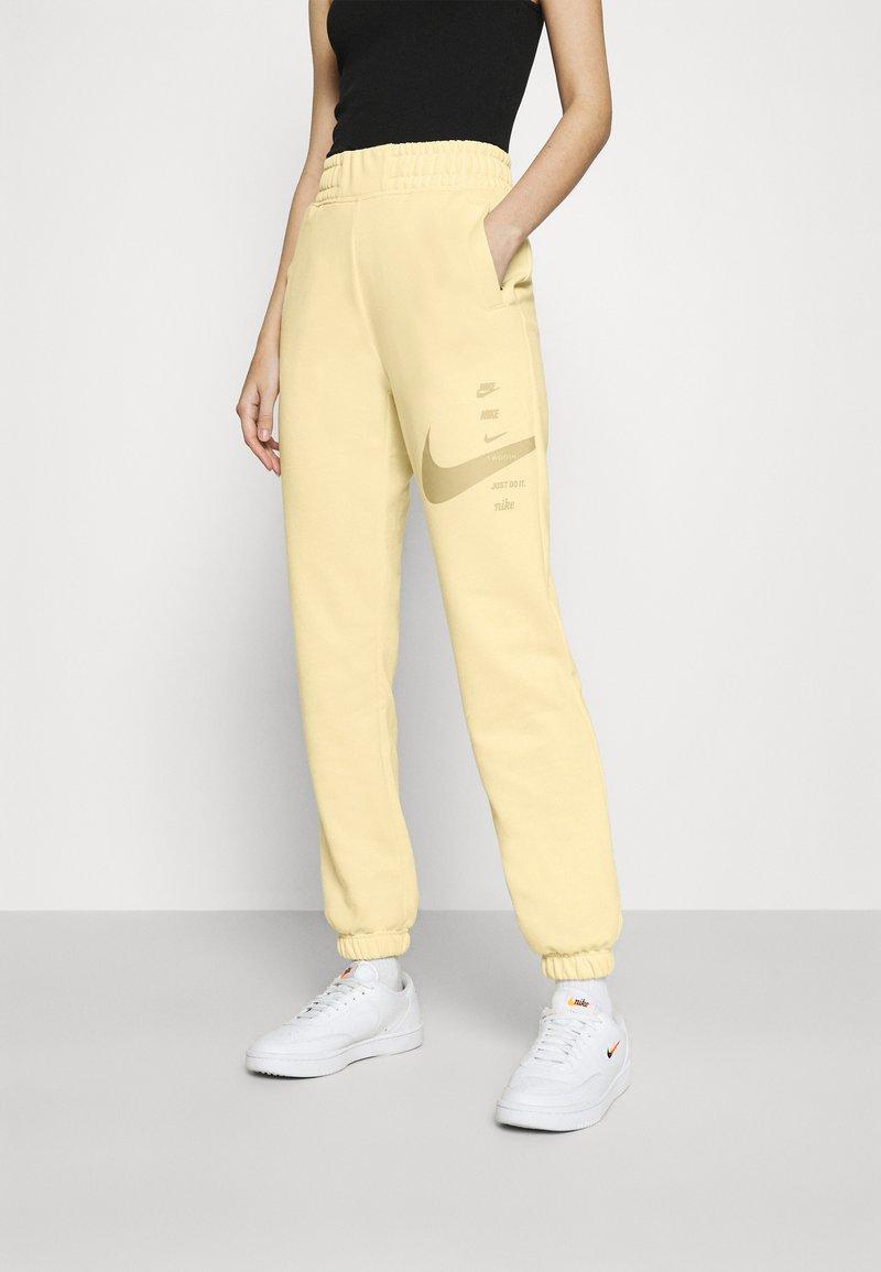 Nike Sportswear - PANT - Pantalon de survêtement - fossil/stone