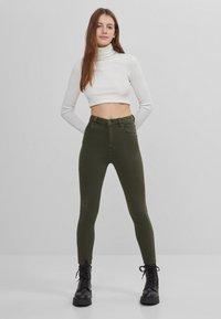 Bershka - Jeans Skinny Fit - khaki - 5
