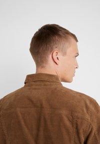 J.CREW - CORDUROY TRUCKER JACKET - Summer jacket - saddle brown - 7