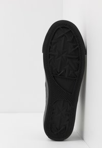 Diesel - S-ASTICO LOW LACE - Trainers - black - 4