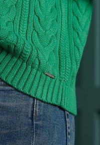 Superdry - DROPPED SHOULDER CABLE CREW NECK - Jumper - woodland green - 2