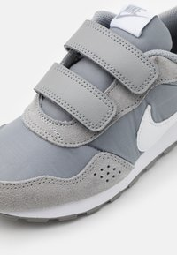 Nike Sportswear - VALIANT  - Trainers - particle grey/white - 5